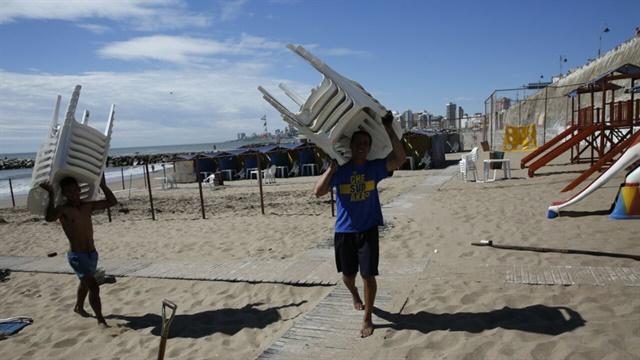 Incendiaron 18 carpas en el balneario Perla Norte en Mar del Plata