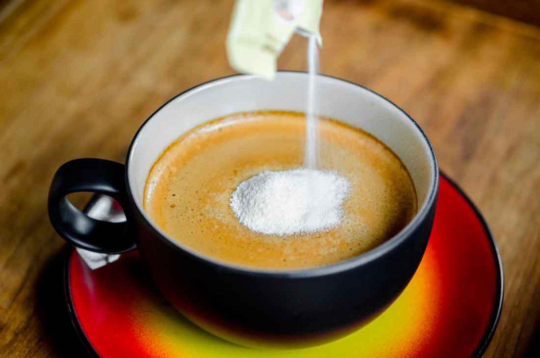 La razón por la cual no debes de agregar cremora a tu café | HCH.TV