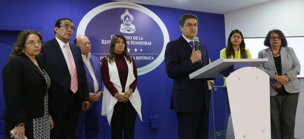 Presidente Hernández presenta la Comisión Especial para la Transformación del Sistema Nacional de Salud