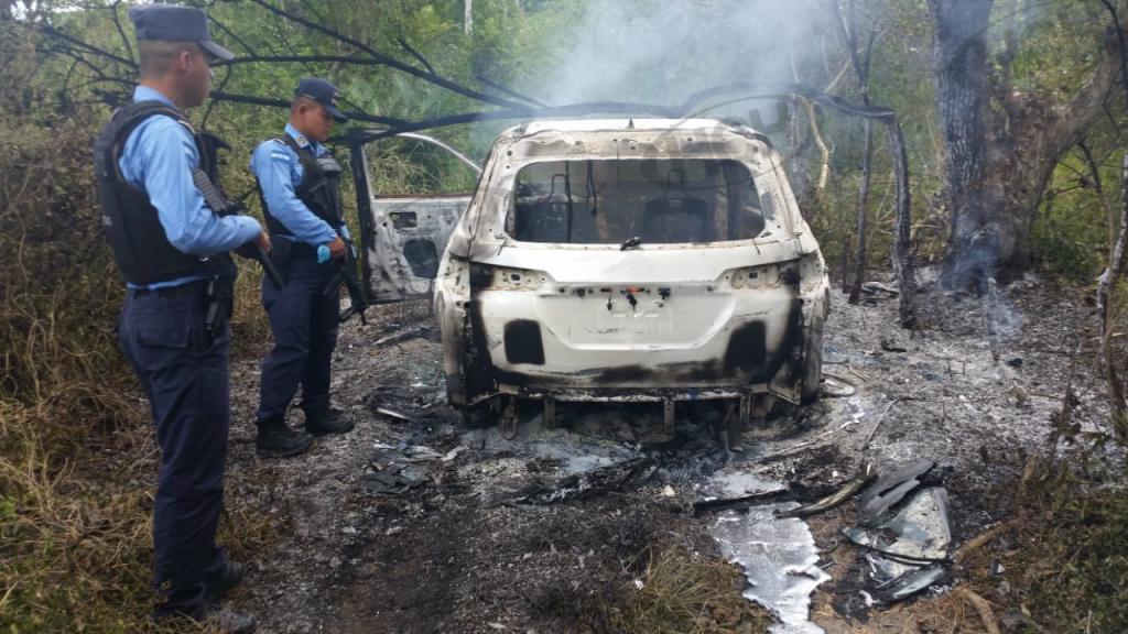 Encuentran dos cuerpos calcinados al interior de un vehiculo en San Manuel, Cortés