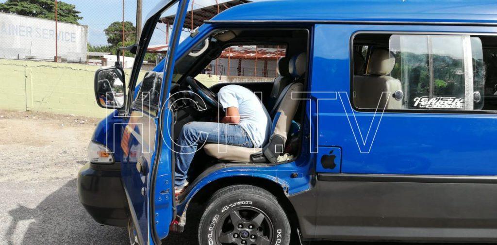 Asesinan a conductor de microbús en la entrada a #PuertoCortés