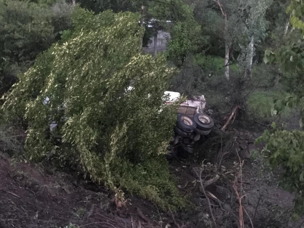 Volqueta cae a hondonada  y deja a dos personas muertas y tres heridas en carretera a  San Marcos de Colón, Choluteca