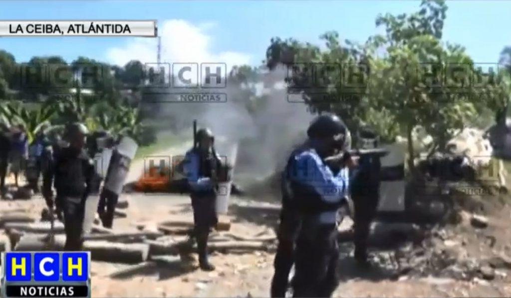 ¡ Con gas lacrimógeno ! Desalojan a pobladores que mantenían tomado acceso al crematorio ceibeño