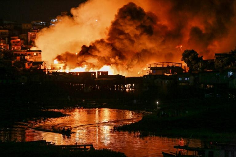 Incendio en barrio brasileño dejó 600 casas destruidas y cientos de damnificados