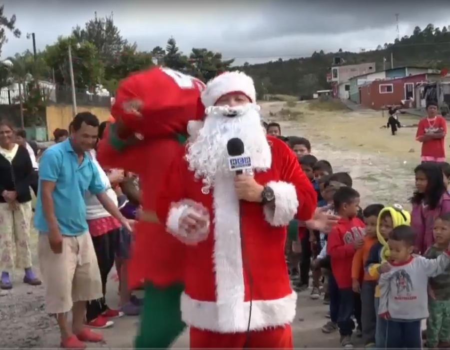 El Santa de HCH lleva alegría a los niños en varios sectores de la capital