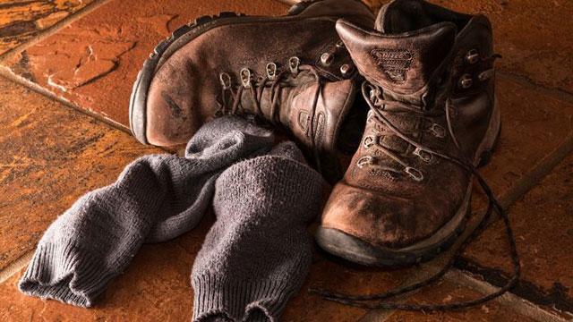 Hombre olió sus propios calcetines y terminó con una infección pulmonar