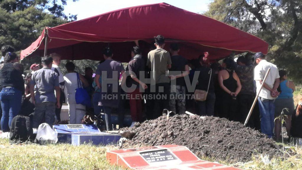Sepultan a dos hermanos víctimas de masacre en El Carrizal