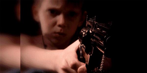 Hijo mata a sus padres como condición para ingresar ser sicario