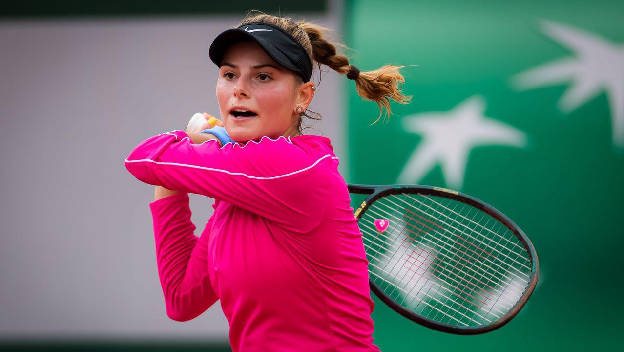 Una tenista rompe a llorar porque se queda sin raquetas en su debut en #RolandGarros